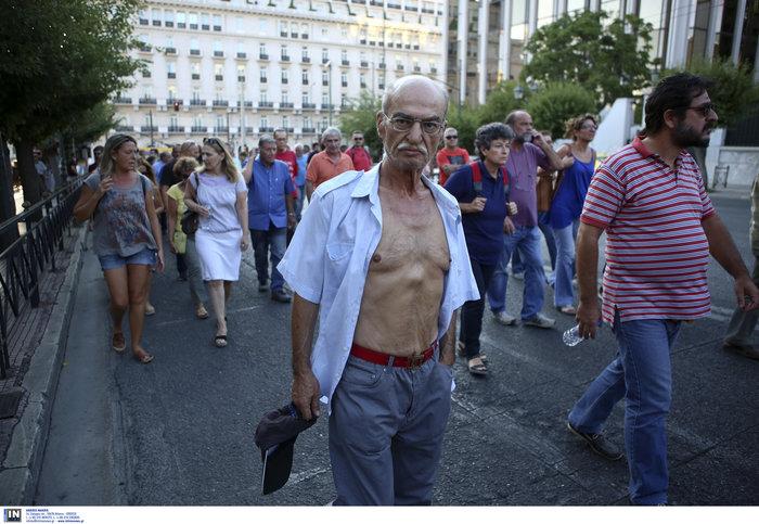 Συγκέντρωση διαμαρτυρίας πυροπλήκτων της Ανατ. Αττικής σε Βουλή - Εικόνες - εικόνα 7