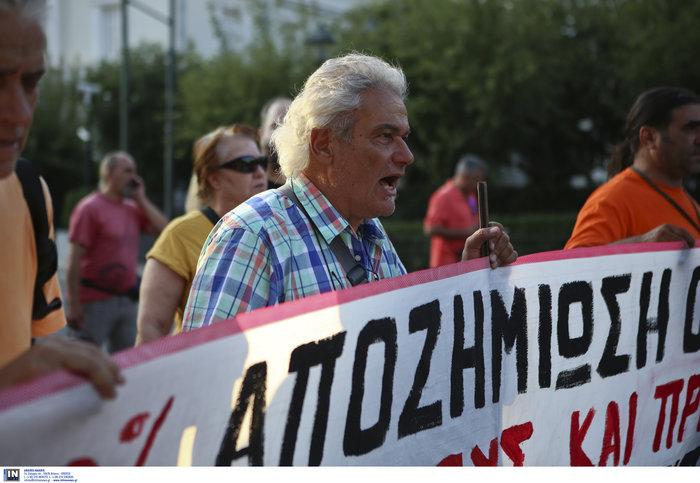 Συγκέντρωση διαμαρτυρίας πυροπλήκτων της Ανατ. Αττικής σε Βουλή - Εικόνες - εικόνα 8