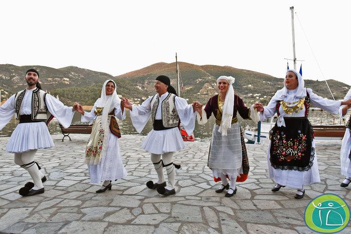 Χορεύεις παραδοσιακούς χορούς; Ταξίδεψε στη Σκόπελο