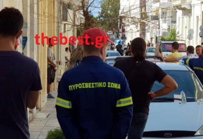 Άνδρας απειλεί να αυτοπυρποληθεί στο κέντρο της Πάτρας - εικόνα 2