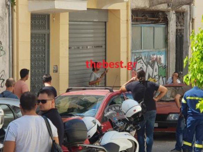 Άνδρας απειλεί να αυτοπυρποληθεί στο κέντρο της Πάτρας