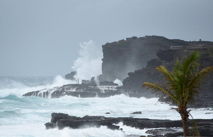 Η τροπική καταιγίδα Λέιν στην Χαβάη