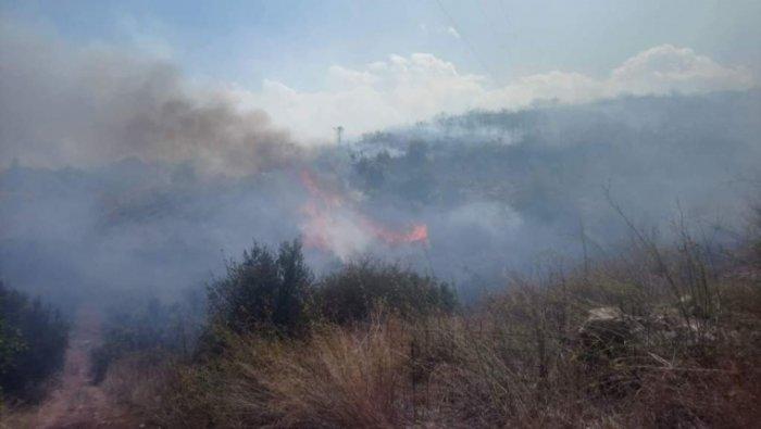 Xανιά: Μεγάλη φωτιά στον Αποκόρωνα κοντά σε σπίτια Εικόνες - Βίντεο - εικόνα 4