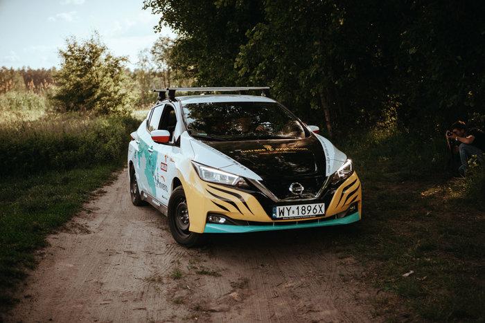 Πολωνία-Ιαπωνία: Εκανε ταξίδι 16.000 χιλιομέτρων με ηλεκτρικό Nissan Leaf - εικόνα 2
