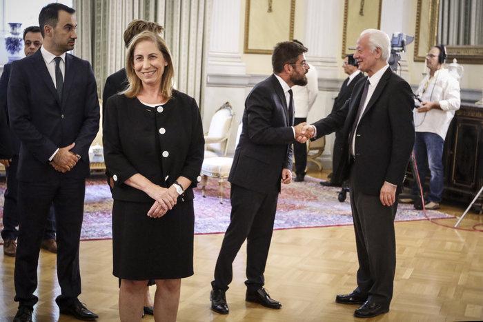 Ορκίστηκαν τα νέα μέλη της κυβέρνησης στο Προεδρικό Μέγαρο - εικόνα 2