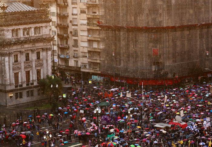 Χιλιάδες καθηγητές & φοιτητές διαδήλωσαν στο Μπουένος Άιρες