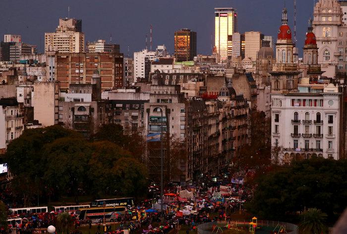 Χιλιάδες καθηγητές & φοιτητές διαδήλωσαν στο Μπουένος Άιρες - εικόνα 2