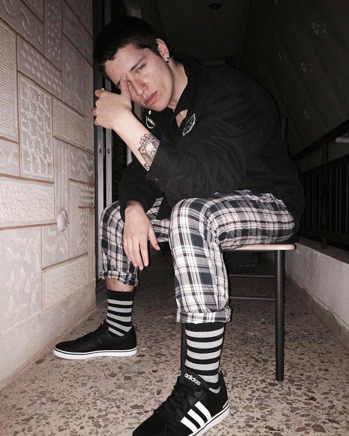 Ο 18χρονος που μοιάζει με διεθνές μοντέλο είναι γιος Ελλήνων τραγουδιστών - εικόνα 2