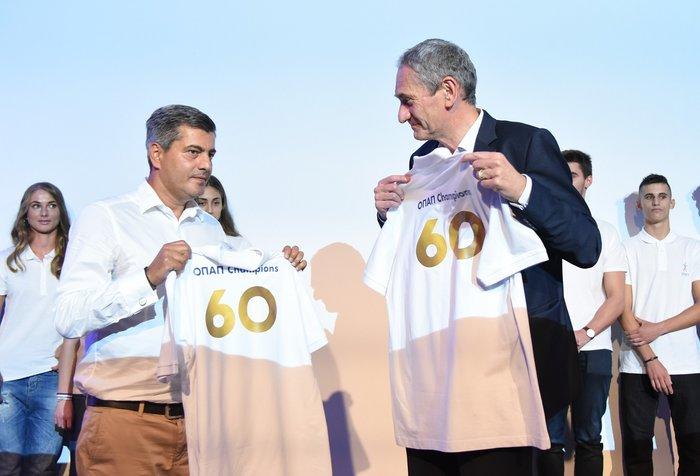 5 (από αριστερά προς τα δεξιά): Ο Οδυσσέας Χριστοφόρου, Επικεφαλής Εταιρικών & Ρυθμιστικών Υποθέσεων ΟΠΑΠ, και ο Καμίλ Ζίγκλερ, Εκτελεστικός Πρόεδρος ΟΠΑΠ, παρουσιάζουν τη συλλεκτική φανέλα OPAP Champions για τα 60 Χρόνια ΟΠΑΠ