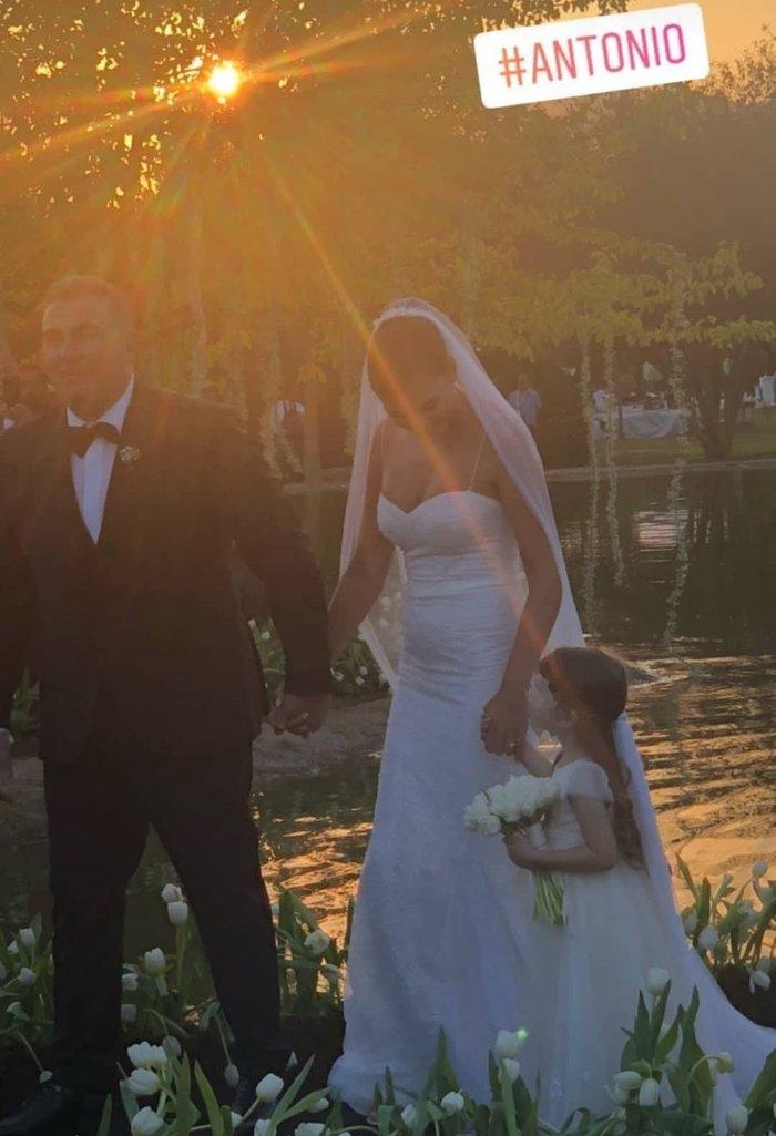Γάμος Ρέμου Μπόσνιακ: Η πεντάμορφη νύφη, η βάρκα & το πιο γλυκό παρανυφάκι
