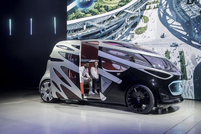 Στην πόλη του μέλλοντος με το Vision URBANETIC της Mercedes - εικόνα 2