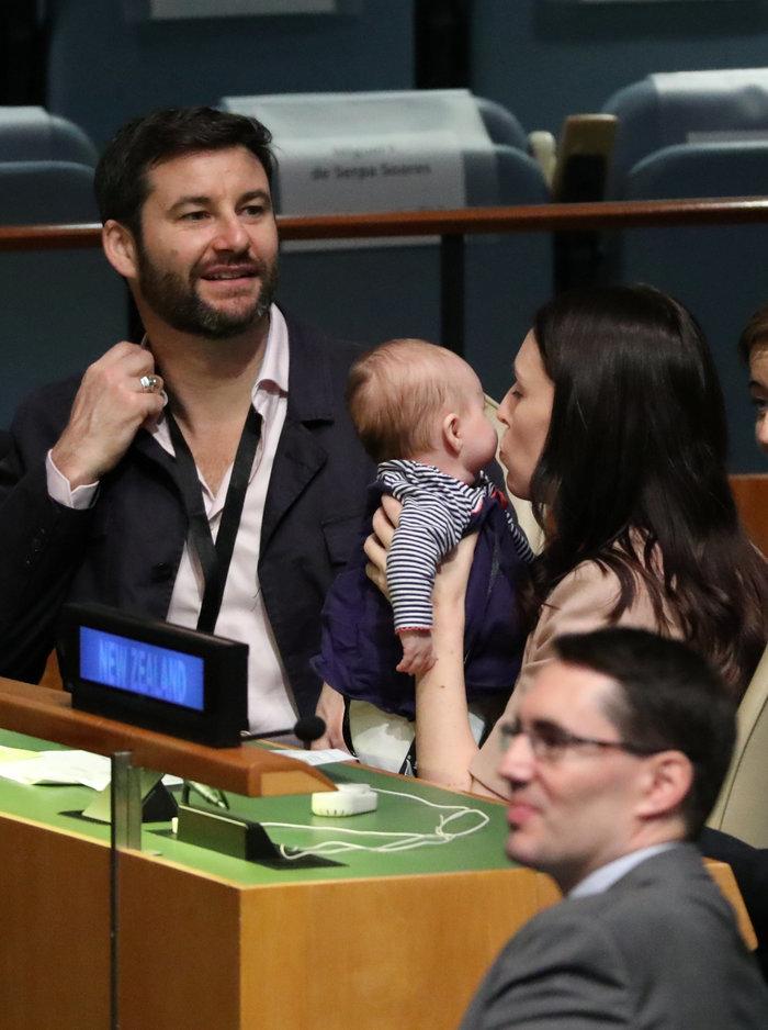 ... το ίδιο σκληρό» να κυβερνά μια χώρα και να ασχολείται με ένα μωρό τριών  μηνών κατά τη διάρκεια μιας πτήσης 17 ωρών c1478193e2a