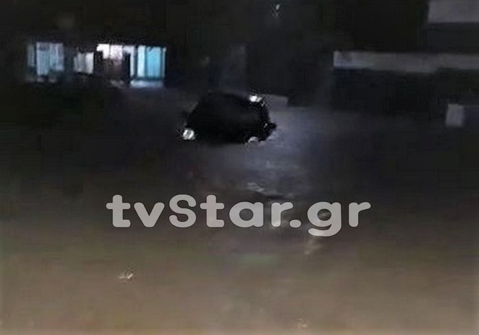 Ο κυκλώνας «έπνιξε» και την Εύβοια, πλημμύρες και εγκλωβισμοί - εικόνα 3