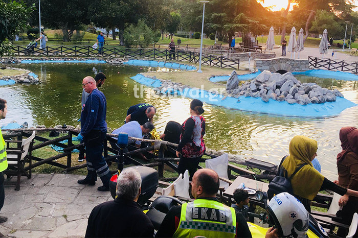Νεαροί έσωσαν από πνιγμό προσφυγόπουλο σε πάρκο της Θεσσαλονίκης (φωτό)