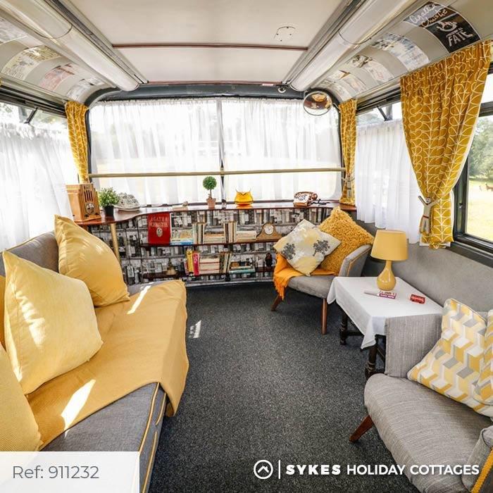 Bertram's Hotel: Κοιμηθείτε άνετα σε απίθανο διώροφο λονδρέζικο λεωφορείο - εικόνα 3