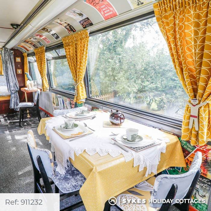 Bertram's Hotel: Κοιμηθείτε άνετα σε απίθανο διώροφο λονδρέζικο λεωφορείο - εικόνα 4