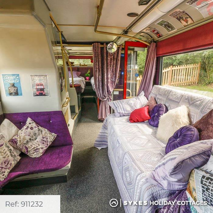 Bertram's Hotel: Κοιμηθείτε άνετα σε απίθανο διώροφο λονδρέζικο λεωφορείο - εικόνα 2