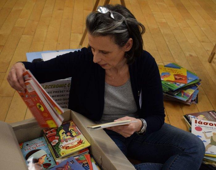 Book wave 2017. Η Ελένη Γερουλάνου διαλέγοντας βιβλία.