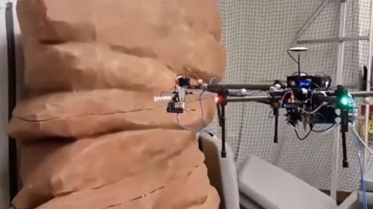 to-prwto-drone-pou-ftiaxnei-gkrafiti-dimiourgise-i-disney