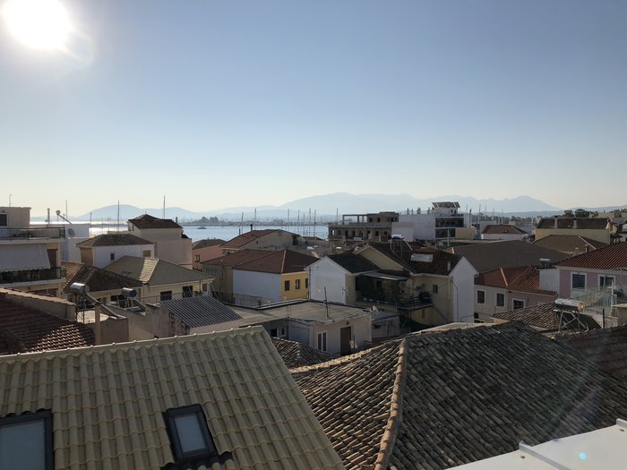 Υπέροχη θέα από το rooftop του Boutique Hotel Dioni