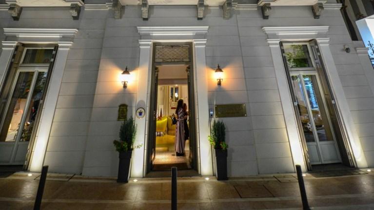 to-meeting-point-tou-agriniou-exei-onoma-marpessa-smart-luxury-hotel