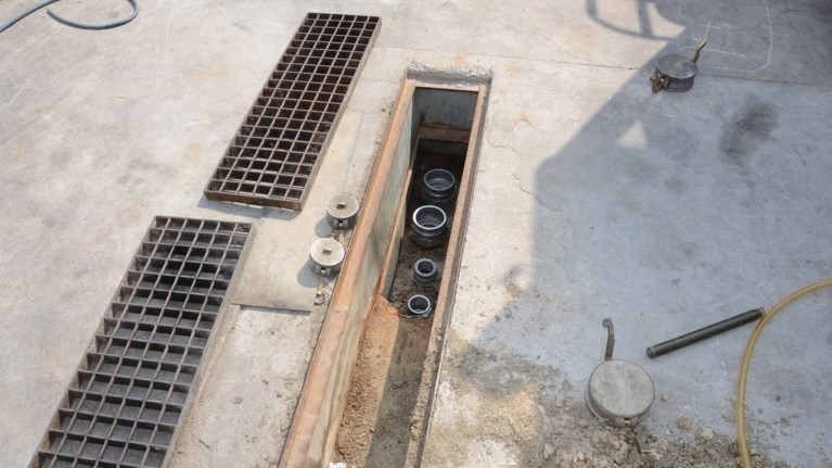 96286bcb7ce Είχαν φτιάξει υπόγειο σύστημα για να κλέβουν στα καύσιμα |thetoc.gr