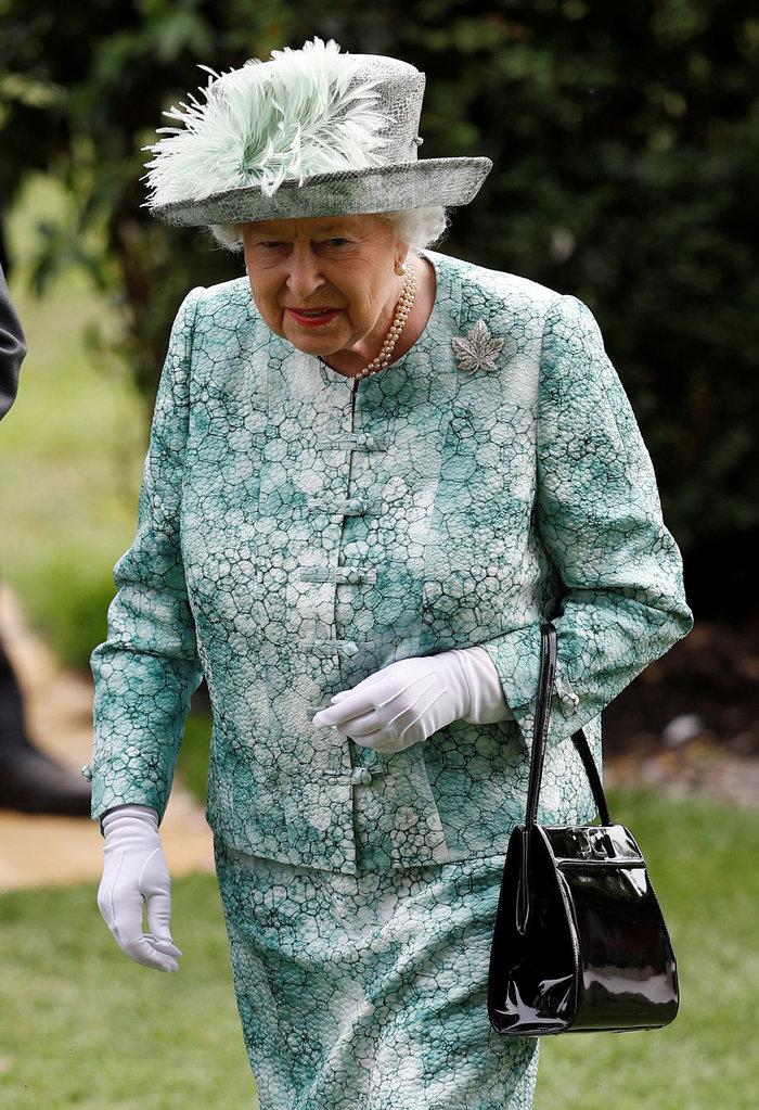 Εξωση στην βασίλισσα Ελισάβετ: «Δεν εγκαταλείπω το παλάτι» λέει η 92χρονη - εικόνα 2