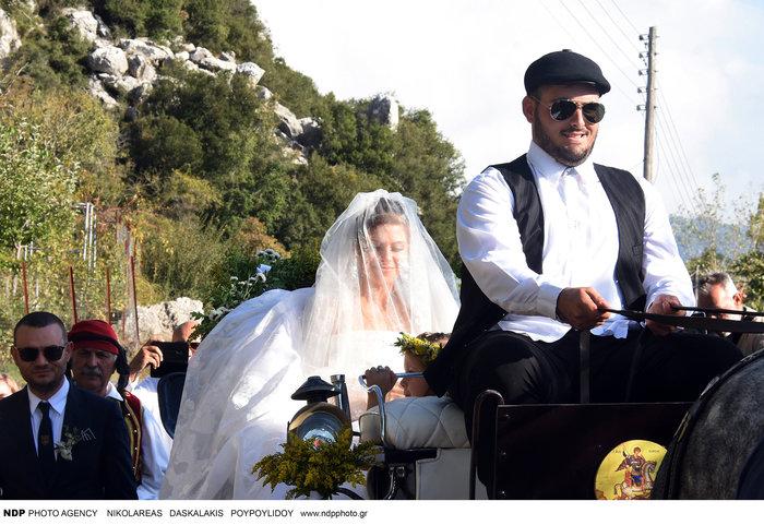 Όσα έγιναν στον απλό, παραδοσιακό και ελληνικό γάμο της Μαρίας Μενούνος