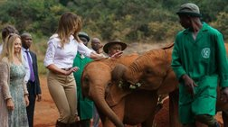 Η στιγμή που ελεφαντάκι «επιτίθεται» στην αμέριμνη Μελάνια Τραμπ [Βίντεο]