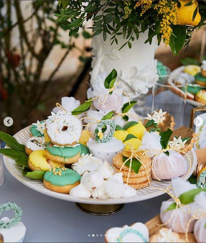 Γάμος Μενούνος: Υπερπαραγωγή Σκαρμούτσου με 1.500 λεμόνια & κρητικό μενού - εικόνα 4