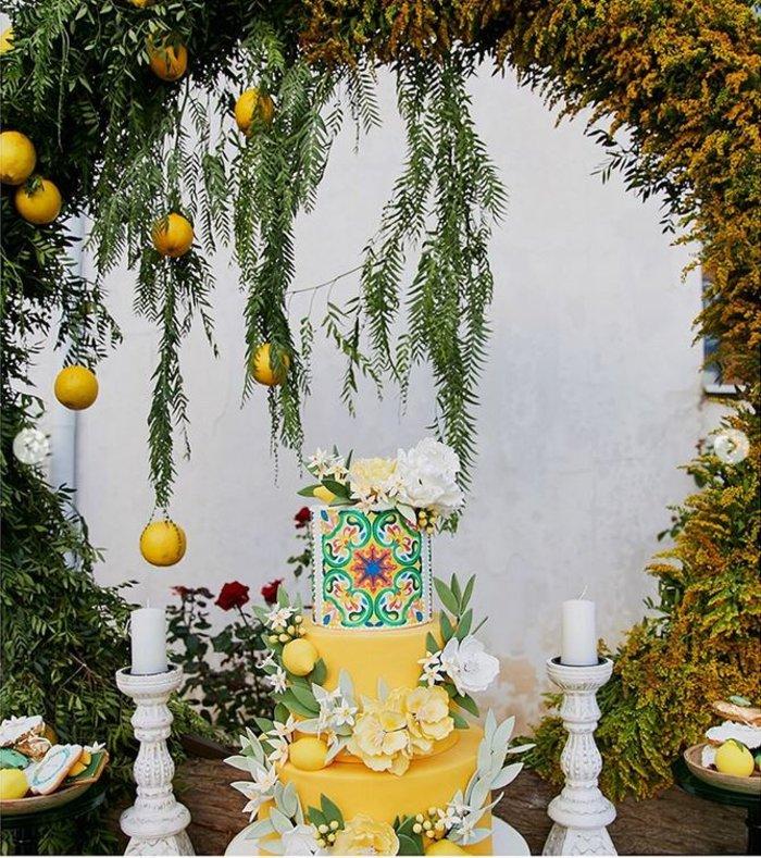 Γάμος Μενούνος: Υπερπαραγωγή Σκαρμούτσου με 1.500 λεμόνια & κρητικό μενού - εικόνα 8