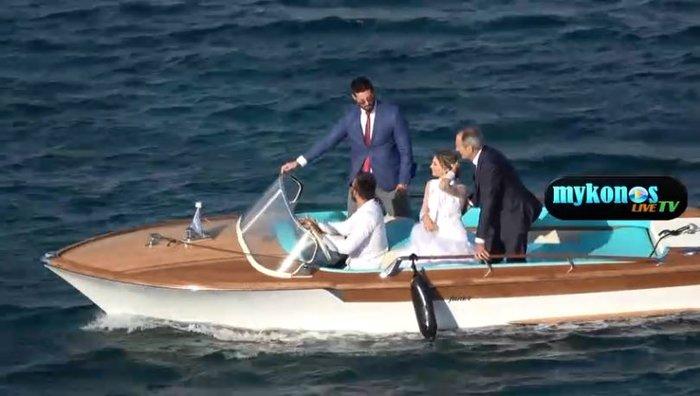 Mε 7 μποφόρ, η Οικονομάκου πήγε με σκάφος Riva στον γάμο & δείτε τι έγινε - εικόνα 3