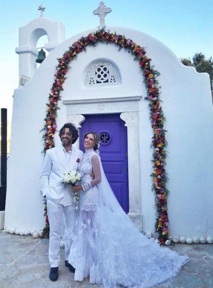 Mε 7 μποφόρ, η Οικονομάκου πήγε με σκάφος Riva στον γάμο & δείτε τι έγινε