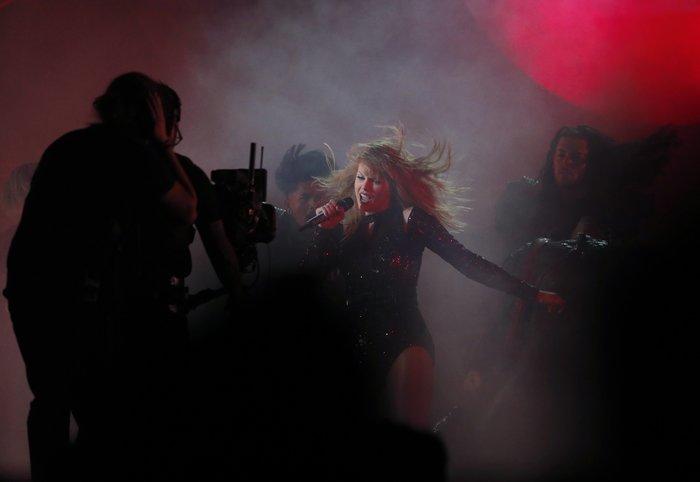 American Music Awards 2018: Η βραδιά της Τέιλορ Σουίφτ {εικόνες} - εικόνα 5