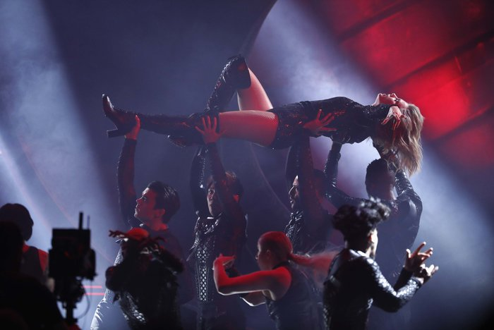 American Music Awards 2018: Η βραδιά της Τέιλορ Σουίφτ {εικόνες} - εικόνα 6
