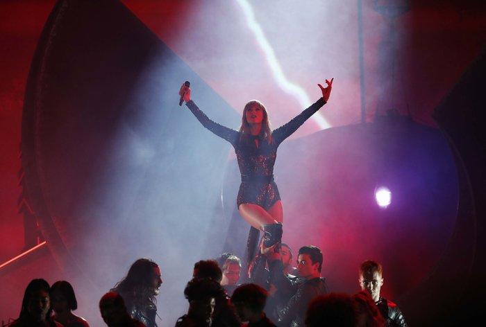 American Music Awards 2018: Η βραδιά της Τέιλορ Σουίφτ {εικόνες} - εικόνα 7