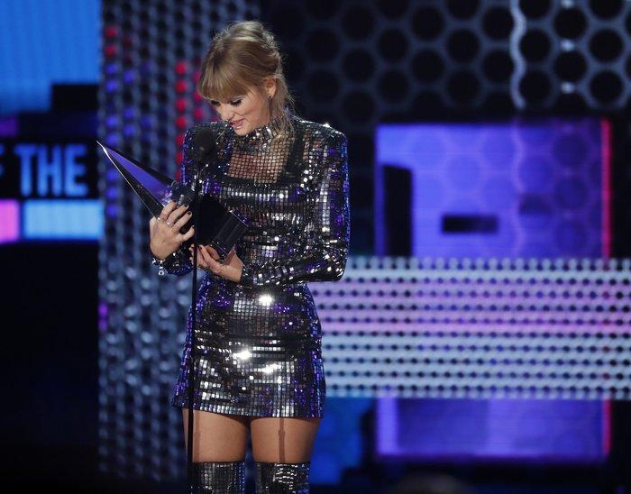 American Music Awards 2018: Η βραδιά της Τέιλορ Σουίφτ {εικόνες} - εικόνα 9