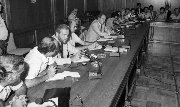 Ο «Τσάρος της Οικονομίας», Γεράσιμος Αρσένης, σε συνέντευξη τύπου στην τράπεζα της Ελλάδος (1982) Πηγη: Ιστορικό Αρχείο της Τράπεζας της Ελλάδος
