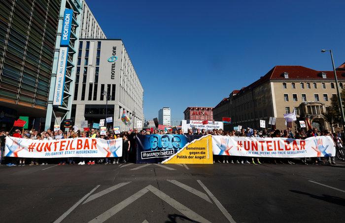 Λαοθάλασσα στο Βερολίνο κατά του μίσους και του ρατσισμού