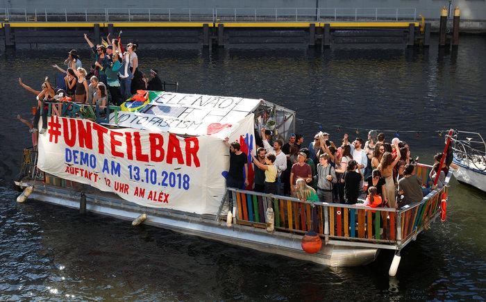 Λαοθάλασσα στο Βερολίνο κατά του μίσους και του ρατσισμού - εικόνα 4