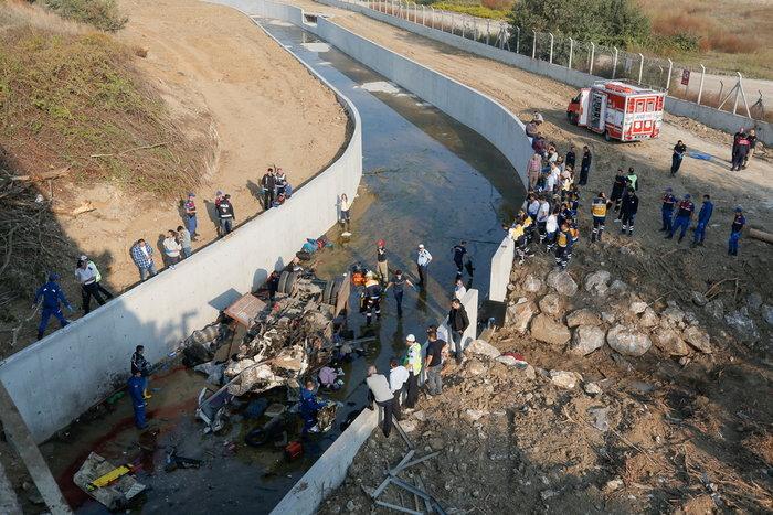 Τραγωδία στην Σμύρνη: 19 μετανάστες νεκροί από πτώση φορτηγού σε κανάλι