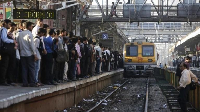 india-foboi-gia-dekades-nekrous-afou-treno-epese-panw-se-plithos-anthrwpwn