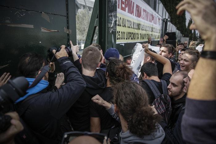 Πορεία μαθητών στο υπουργείο - μπήκαν στο γραφείο Γαβρόγλου - εικόνα 2
