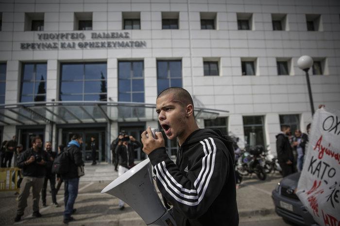 Πορεία μαθητών στο υπουργείο - μπήκαν στο γραφείο Γαβρόγλου - εικόνα 3