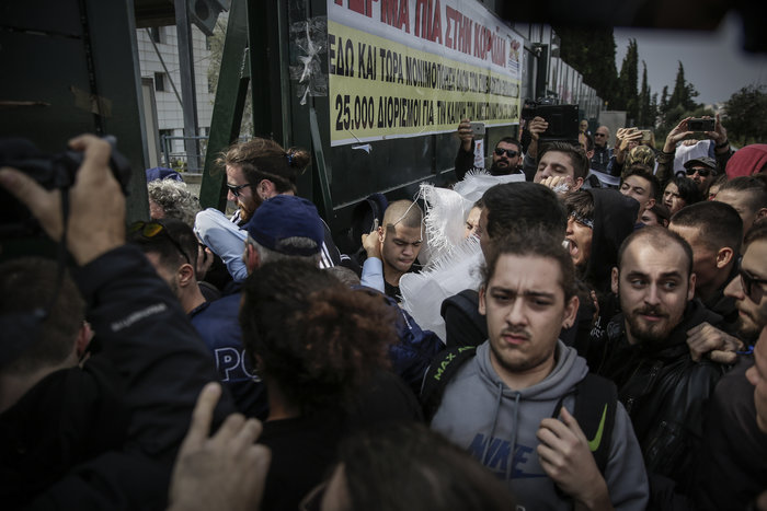 Πορεία μαθητών στο υπουργείο - μπήκαν στο γραφείο Γαβρόγλου - εικόνα 4