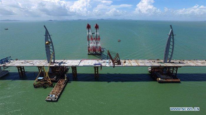 Κίνα: Παραδίδεται την Τετάρτη η μακρύτερη θαλάσσια γέφυρα του κόσμου