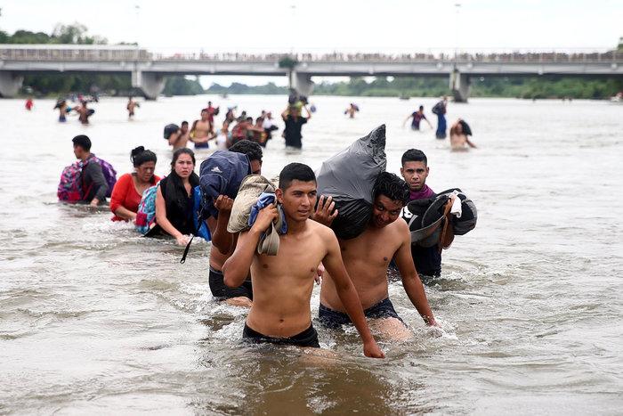 Ο Τραμπ απειλεί με κινητοποίηση στρατού το καραβάνι μεταναστών