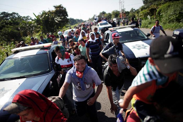 Ο Τραμπ απειλεί με κινητοποίηση στρατού το καραβάνι μεταναστών - εικόνα 2