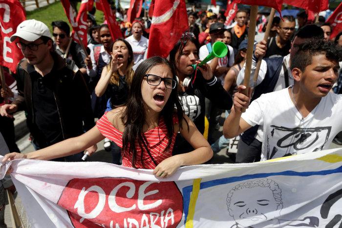 Στους δρόμους της Κολομβίας χιλιάδες μαθητές και καθηγητές (φωτό)