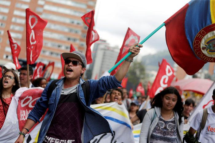 Στους δρόμους της Κολομβίας χιλιάδες μαθητές και καθηγητές (φωτό) - εικόνα 2